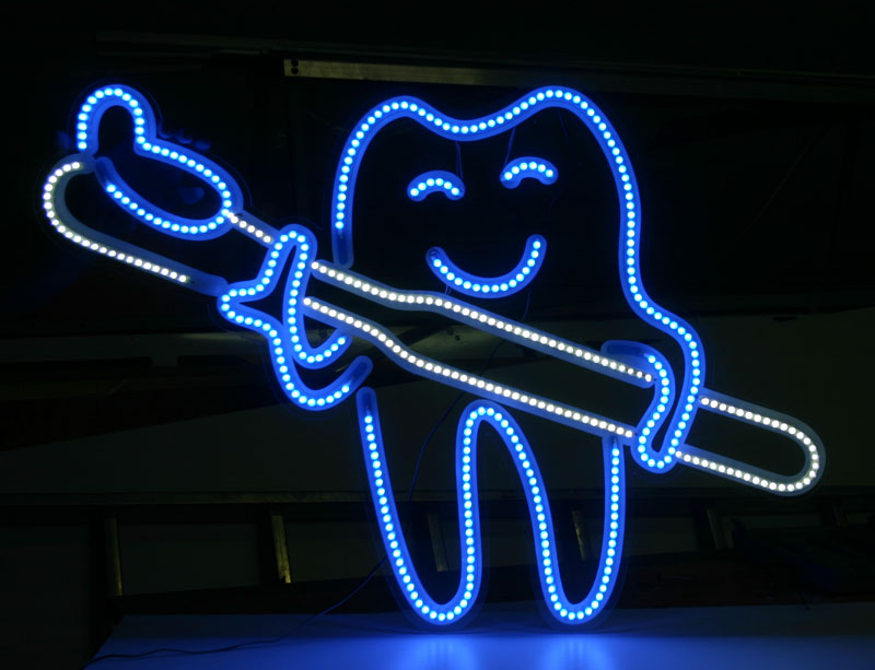 LED-dekoracija-Dantis-iskaba-biure-viduje