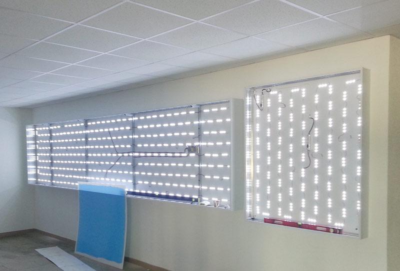LED-reklama. Reklama su LED apšvietimu. Sviesdeze su LED