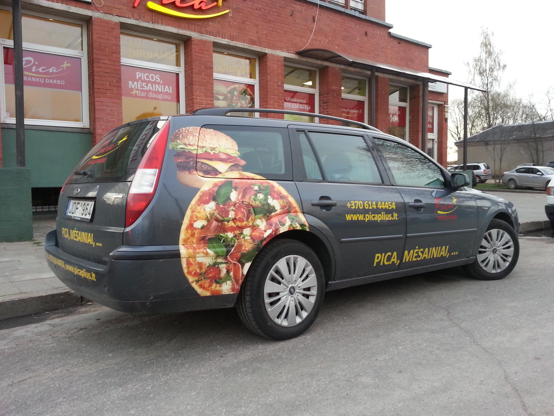 Automobilio reklaminis apklijavimas apipavidalinimas-reklama-fotoplakatais-tekstai-logotipai