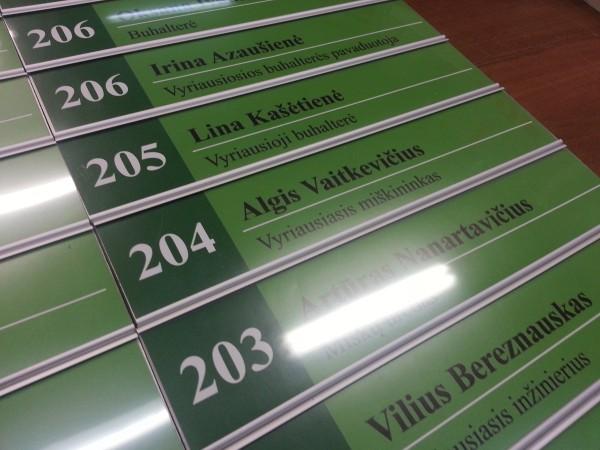 """Kabinetų lentelės """"Vilniaus miškų urėdija"""" iš «CoSIGN» aliuminio profilių"""