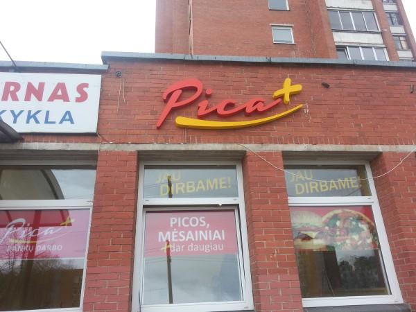Tūrinės raidės su LED. Vitrinos apklijavimas reklama «Pica PLIUS»